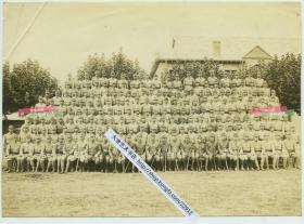 民国时期日军士官兵中队集体合影,前排军官坐持战刀军刀老照片,20.2X14.6厘米