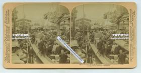 """清末民国时期立体照片--------清代广东广州福记饷渡码头~经营大沥到荔庄的轮渡航运生意,告示""""部堂挂戟,贵客自理"""",船上生意很好挤满了客人,照片左侧还可见兴记饷渡的招牌。"""