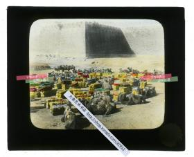 清代民国玻璃幻灯片-----民国时期北京城墙下休憩的骆驼交通运输队