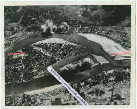 1937年侵华日军轰炸广东粤北粤汉铁路线上曲江(韶关)航拍老照片。22.9X18.1厘米
