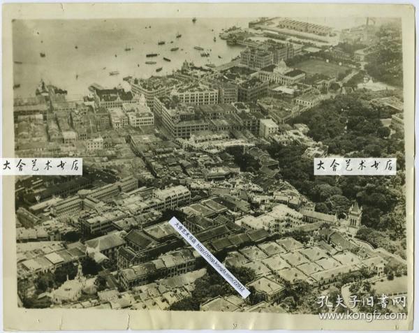 1927年山上俯瞰香港海岸附近商业区居民区全景老照片一张,上帝视角堪称地图级别清晰展示。25.6X20.3厘米。泛银