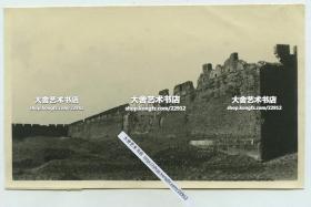 民国时期侵华日军在山东省泰安市肥城县与国军展开了激烈的战斗,肥城县城墙在交战中被严重损毁老照片, 9.7X6厘米,泛银