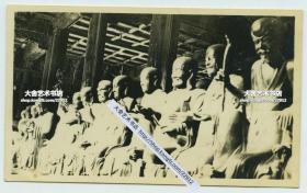 民国时期佛教寺院罗汉堂内景罗汉雕像老照片,10.8X6.5厘米