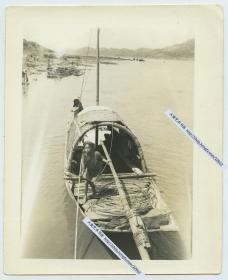 1940年代云南昆明河上篷子船与划船的百姓老照片,12.6X10.2厘米,泛银