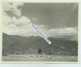1940年代云南苍山洱海边大理一塔寺塔和附近民居建筑全景。二战时期驻昆明美军士兵拍摄。11.8X9.4厘米