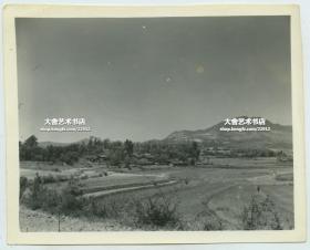 1940年代云南民居建筑。二战时期驻昆明美军士兵拍摄。12.3X9.9厘米
