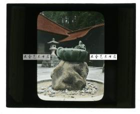 清代民国玻璃幻灯片-----民国同期日本的神社庭院怪石与铜龙纹装饰器手工上色玻璃幻灯