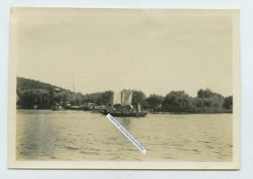 民国江南水乡村庄,航运交通帆影码头老照片。泛银