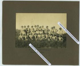 1942年夏季侵华日军驻南京部队在紫金山麓进行夏季军事作战训练合影老照片一张,14.3X9.7厘米