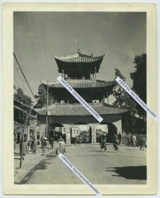"""1940年代云南昆明金汁河畔拓东路聚奎楼,又被称之""""状元楼""""老照片。近百年来,一直矗立在昆明,矗立在云贵人们心间。12.6X10.2厘米"""