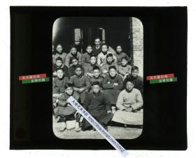 清代民国玻璃幻灯片-----民国北京教会男子学校众位同学和外国教师合影