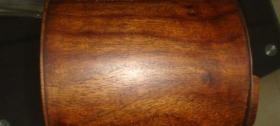 越南黄花梨笔筒、木质细腻、纹路精美、有鬼眼
