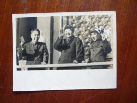 文革精品照片【毛主席、林彪、周恩来在天安门城楼上检阅文化革命大军】