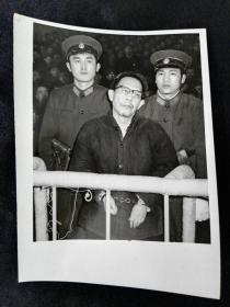 1981年新华社照片特别法庭开庭对江青等十名主犯宣判,张春桥被判处死刑,缓期二年执行,剥夺政治权利终身