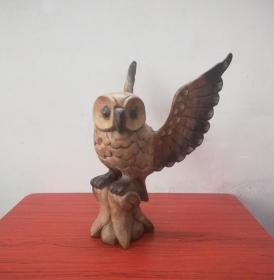 造型罕见的文革猫头鹰木雕摆件