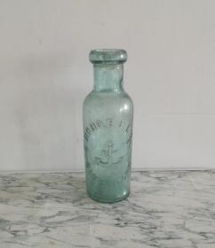 独特的民国新加波玻璃瓶