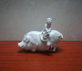 可爱的文革肥猪小孩瓷塑硬币罐