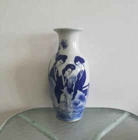 美雅大气的清代手绘仕女青花瓷瓶