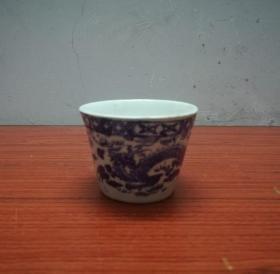 一个美观的民国青花龙纹瓷杯