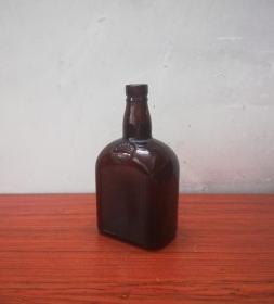 古典美观的民国伦敦琉璃酒瓶