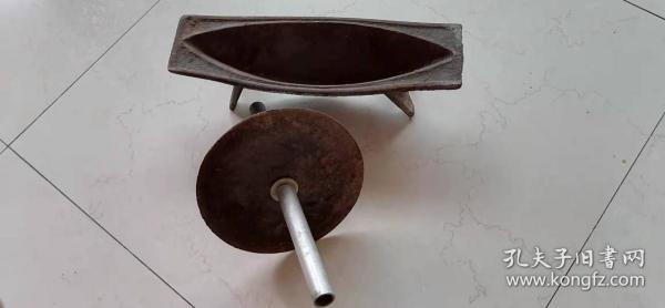 古代碾中药用的铁槽,把中药碾成粉末,作为外用或内服散剂。低价出。