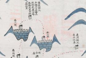 【复印件】《廿八都城舆地图》(原图高清复制),(浙江衢州江山廿八都老地图),图名念捌都汛溏图。全图传统舆地图绘制方法,上西、下东、左南、右北。全图范围四至,请看图片。全图绘制标注了廿八都所属汛溏营寨布防。请看南二关,北二关。江山地理地名历史变化史料地图。裱框后风貌佳。