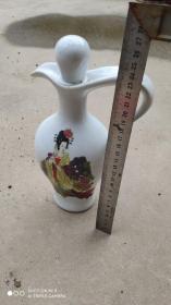 酒瓶收藏;瓷器白瓷酒瓶一个四大美女杨贵妃图案案高26厘米景德镇制