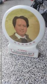"""瓷器摆件;瓷像毛主席在延安毛主席语录""""我们的同志在困难的时候,要看到成绩,要看到光明,要提高我们的勇气"""""""