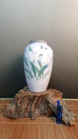 "N 0729   日本著名御用瓷""深川制""水仙图案的花瓶  高21.3厘米 重0.75公斤!"