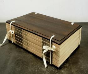 """清嘉慶""""照旷阁""""张海鹏学津讨原 本【意林】一夹板六册全,大开本,原刻初印。《意林》乃杂纂百家之说者,概其要意,多引用儒说。刊刻精湛,纸佳墨润,字体雅致大方,开本宏阔,27.5×17.5cm,一流品相。"""