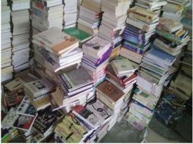 旧书二手书批发甩卖 2元一斤 可发物流  快递 装饰书咖啡馆酒店办公室书柜捐书