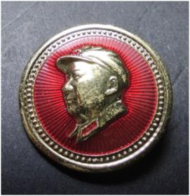 9302北京红旗证章厂《毛主席金边武像章》