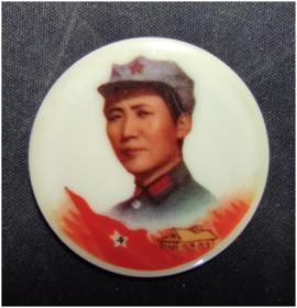 10133八角帽塑料彩色章1枚(青岛市革命委员会)