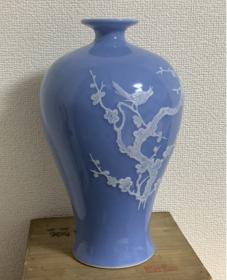出口创汇期精品:景德镇制兰釉分水堆白喜上眉梢梅瓶