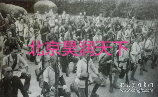 抗日根据地民兵集合起来进行武装训练