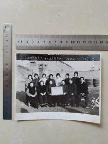 九江市橡胶制品厂1975年度先进集体杂件班合影留念
