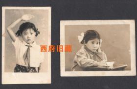 1961年,认真读书和行少先队礼的可爱小姑娘,两张