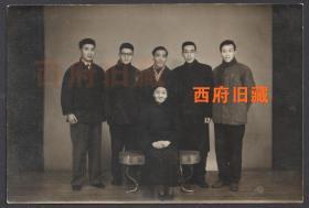 五十年代全家福合影老照片,老派礼式,气质非凡的一位母亲,后有备注,也是命运多舛的一家!