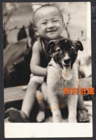 八十年代,小孩子和他的爱犬狗狗