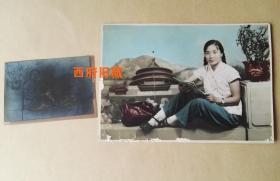 五十年代,手工上色老照片,麻花辫子姑娘,很难得附有原底片