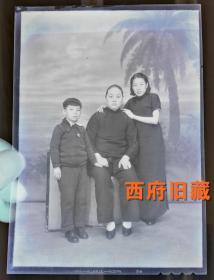 民国时期,柯达公司的大尺寸老底片,小脚女士与家人合影