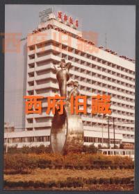 """成都已经拆除的老成地标街道雕塑,成都水碾河成都饭店前""""成都建设者雕塑""""老照片"""