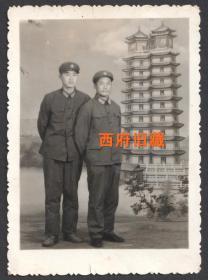六七十年代,郑州二七塔老照相馆布景,军人合影老照片