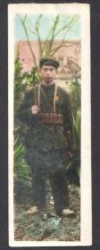 1951年,手工上色,配枪军人老照片
