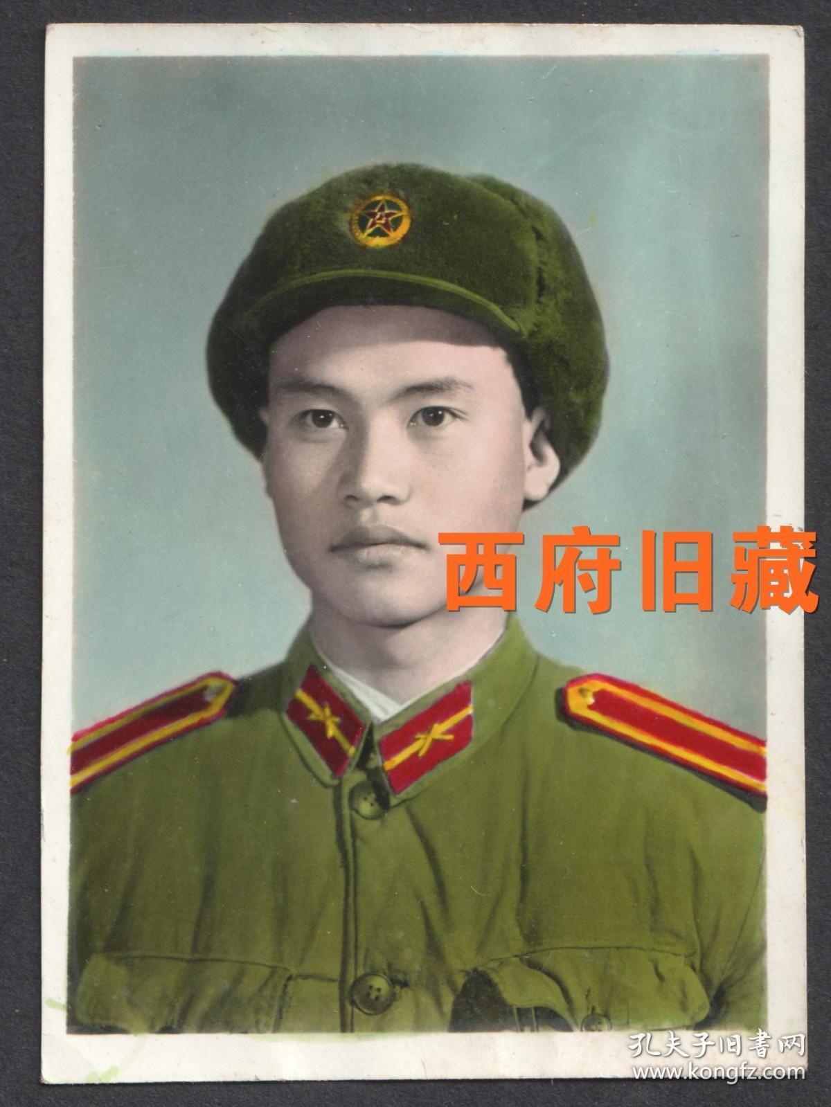 五六十年代,有着刚毅俊朗外形的军人,手工上色老照片