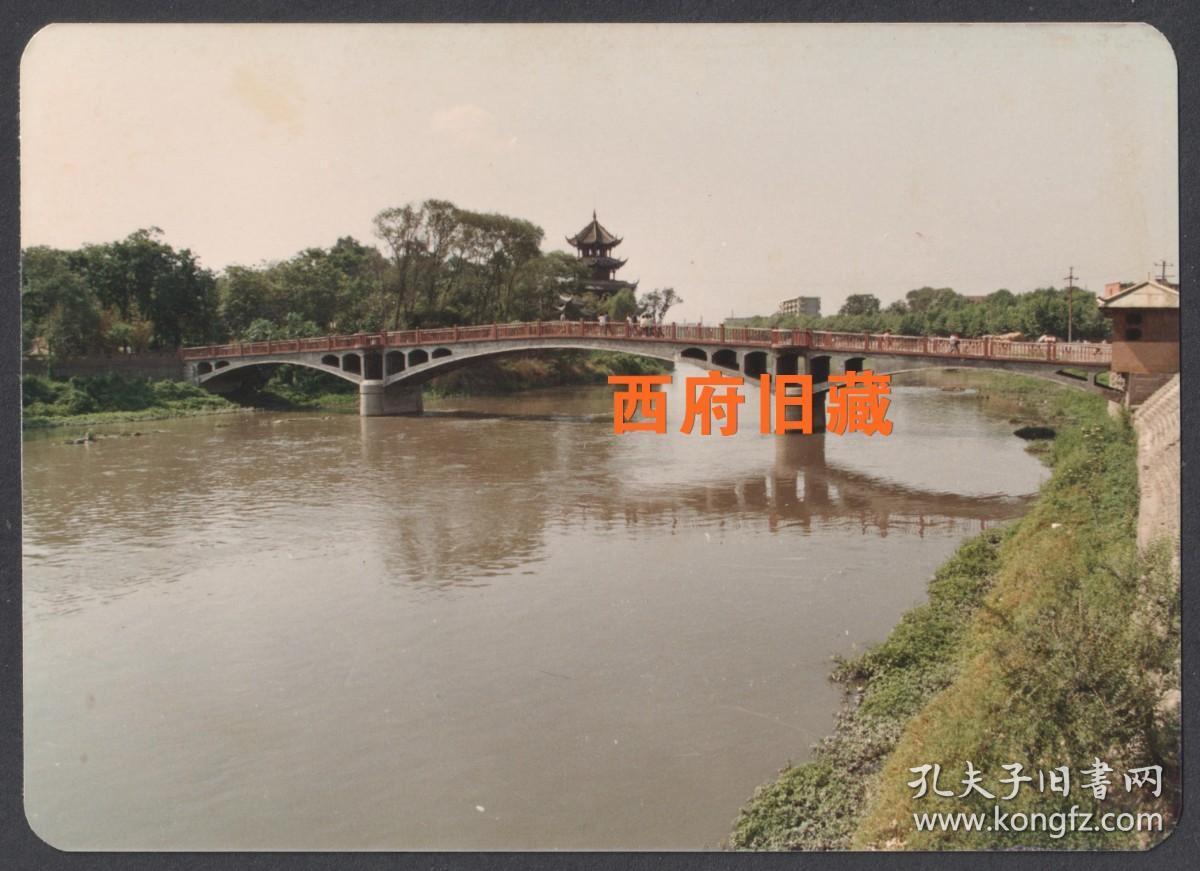 八十年代,成都望江楼老照片,已经拆掉的望江楼玉津桥