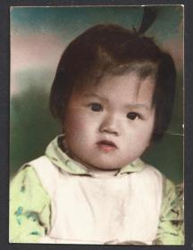 六七十年代,手工上色小女孩