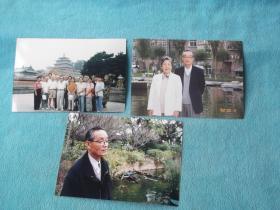 林楚平( 温州昆阳籍,翻译家新华社高级译审。油纸伞散文集)旧藏:合影、单人照三张合售。其中一张有题签,合影96年摄于小布达拉宫。