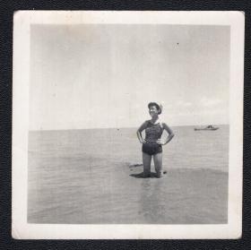 5.60年代泳装老照片1张(尺寸约6.2*6.3厘米)2783