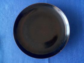 明代景德镇窑乌金釉直径26厘米制式赏盘釉水厚润晶莹剔透较为少见陈列展示奢侈艺术品